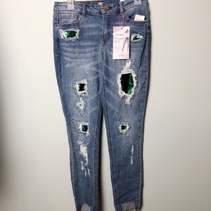 Almost Famous mid rise ankle jeans 7 NWT sequin